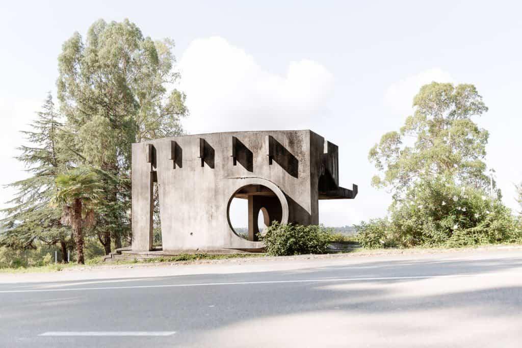 Arquitectura soviética parada de autobús - Abkhazia