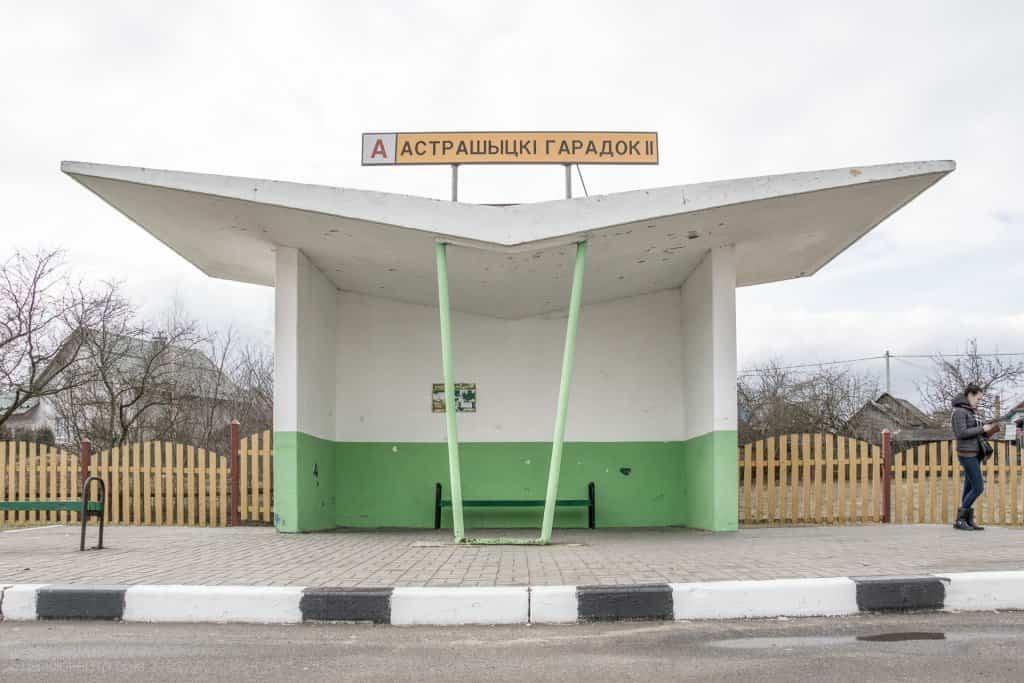 Arquitectura soviética parada de autobús - Bielorrusia