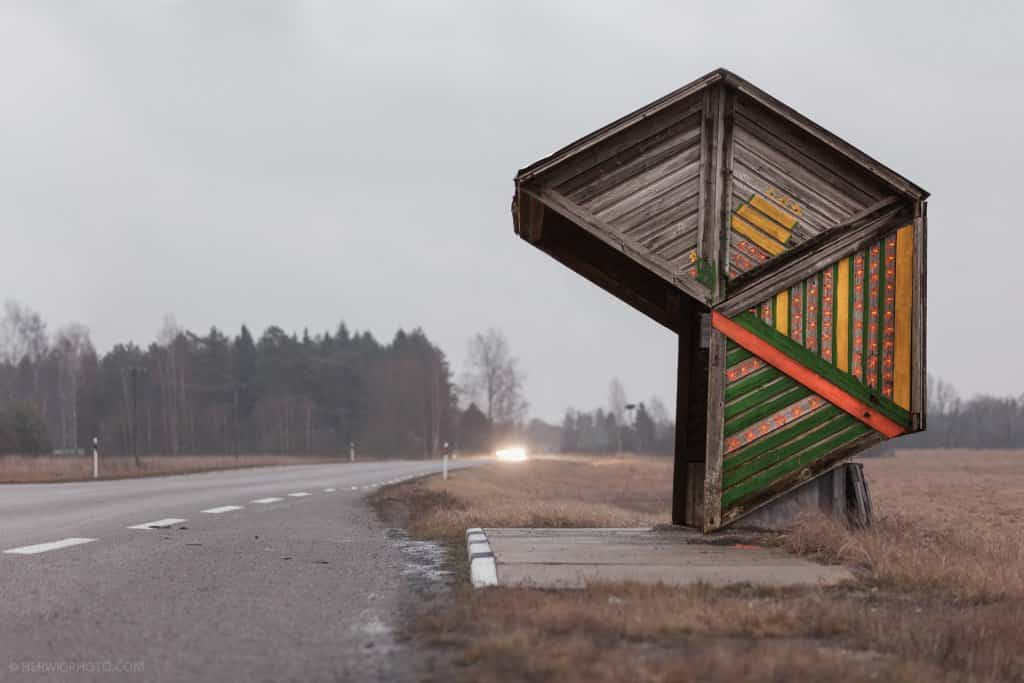 Arquitectura soviética parada de autobús - Estonia