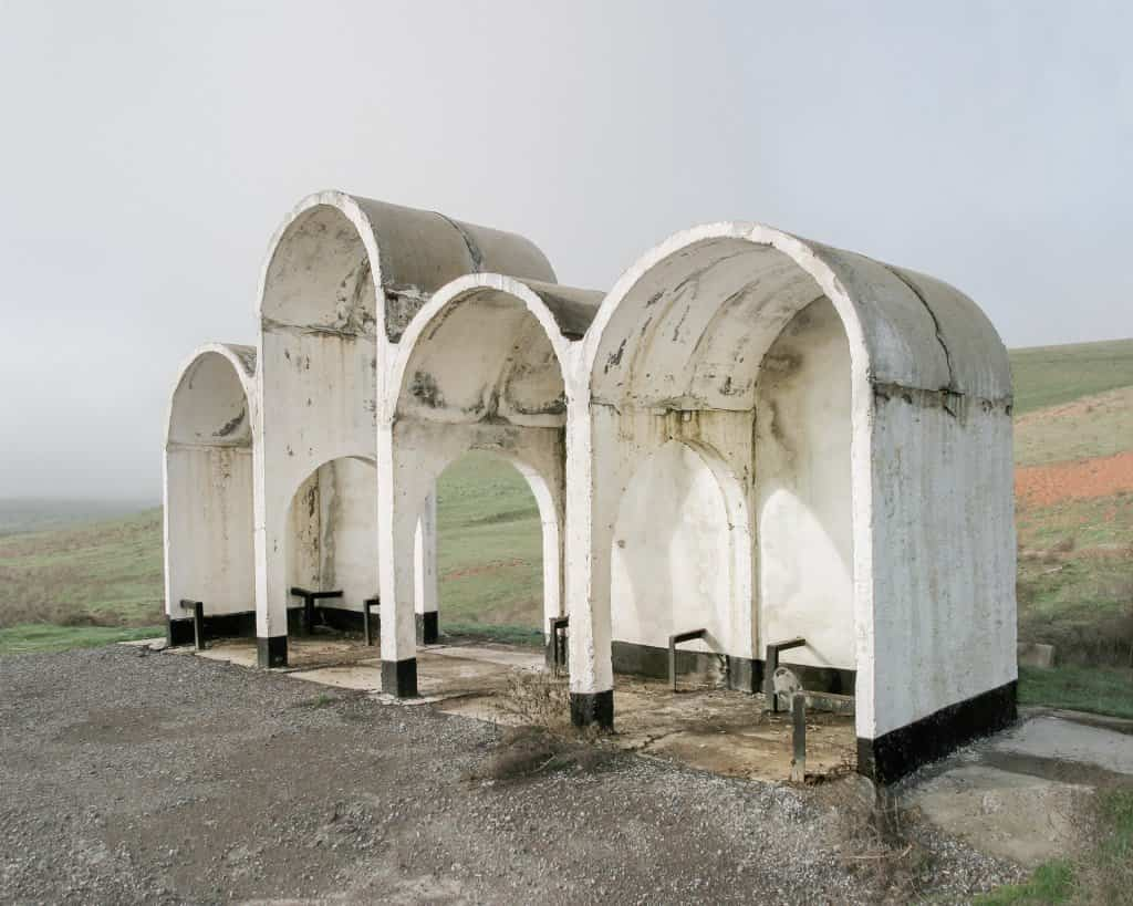 Arquitectura soviética parada de autobús - Kazakhstan