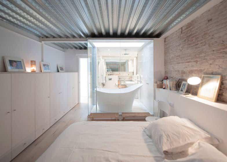 reforma edificios viejos - lechería en Barcelona transformado en un loft