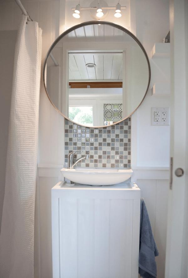 Casa pequeña - baño completo amueblado