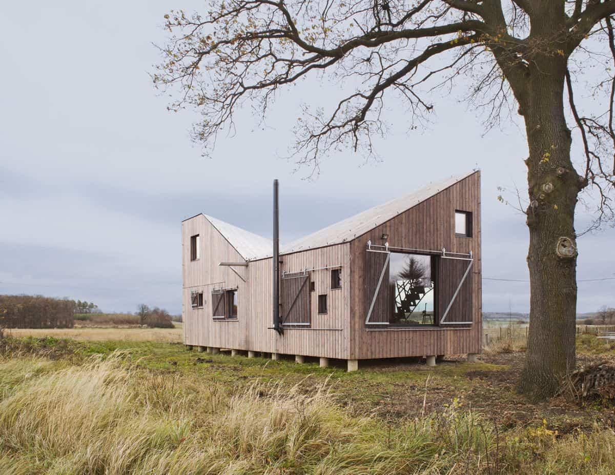 Casa de madera Zilvar con un diseño a dos aguas