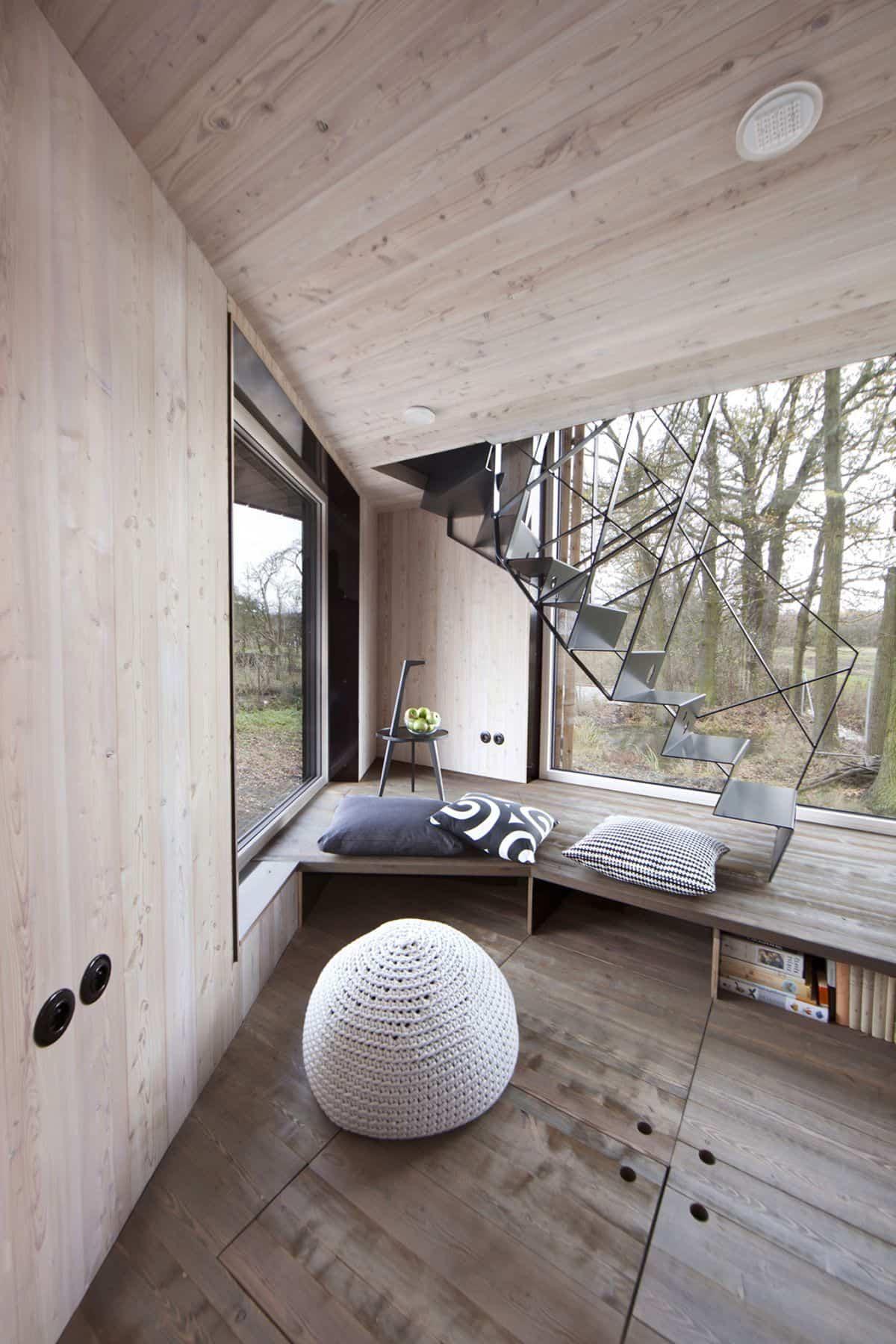 Casa de madera Zilvar - escalera metálica moderna