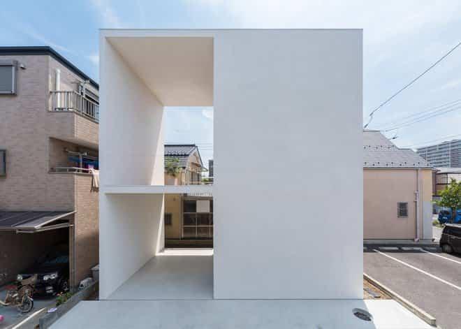 Casa minimalista japonesa con terraza para yoga for Casa minimalista en