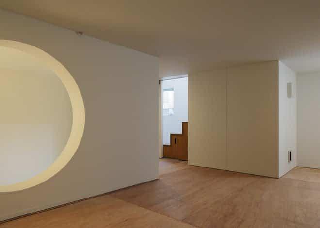Casa minimalista japonesa - hueco que actúa como despensa