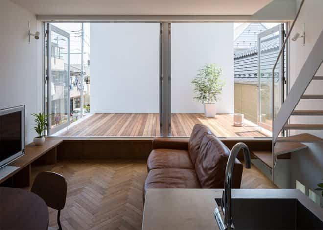 Casa minimalista japonesa - vistas a la terraza desde el salón