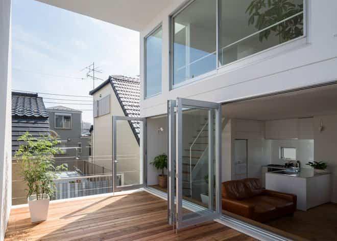 Casa minimalista japonesa - grandes ventana para airear el piso superior