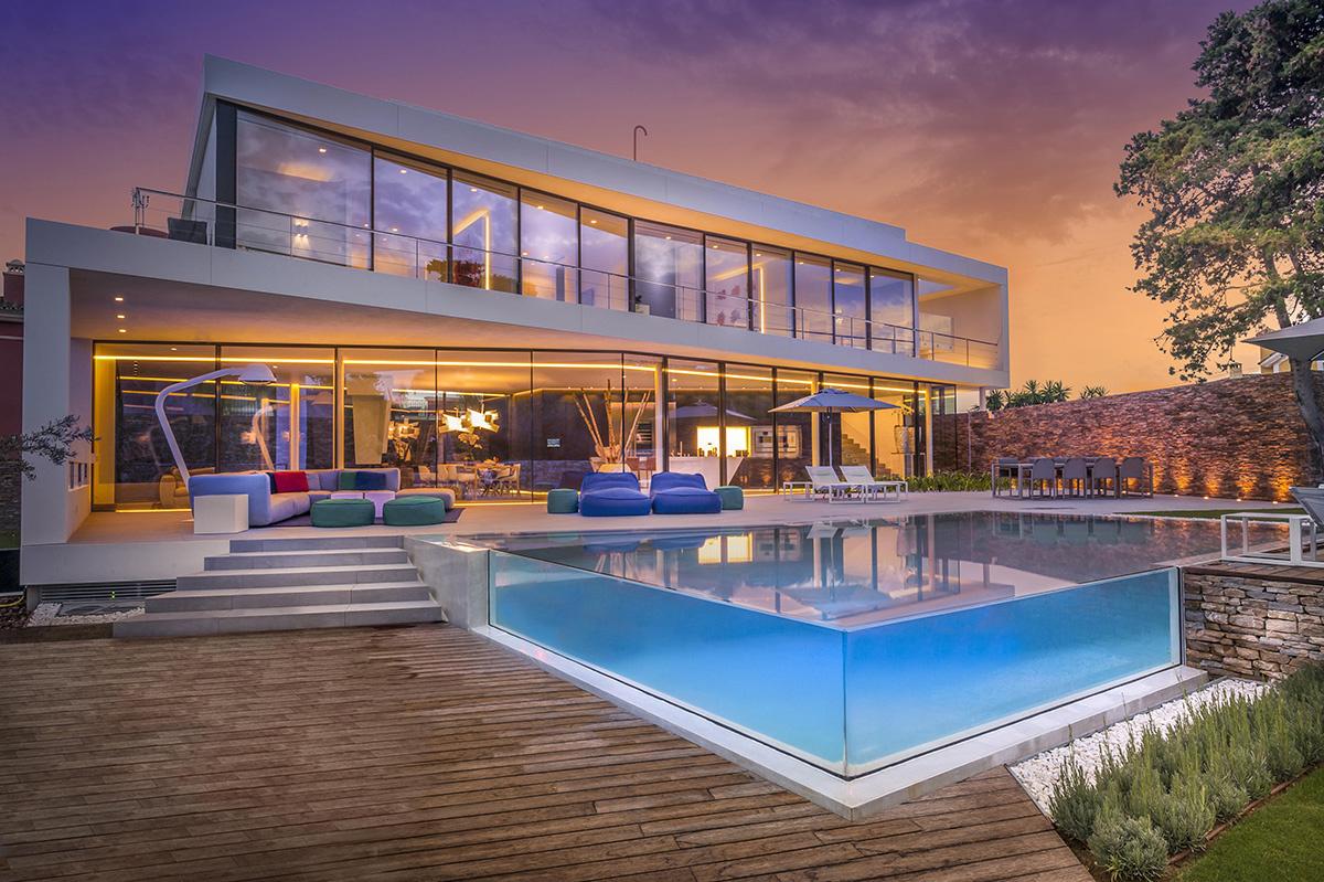 Casa moderna a orillas del mediterr neo muy lujosa for Detalles de una casa
