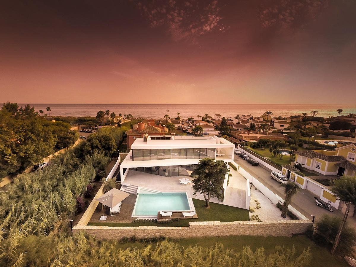 Casa moderna a orillas del Mediterráneo ofrece unas vistas únicas
