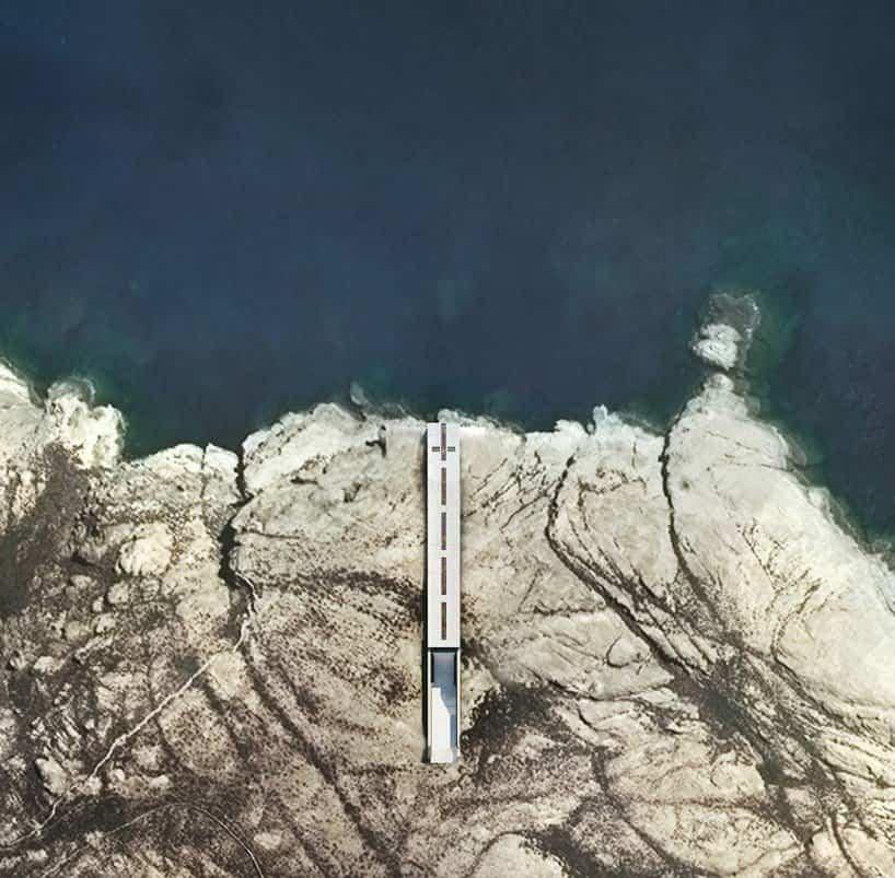Iglesia de la santa cruz mar egeo incrustada en la tierra