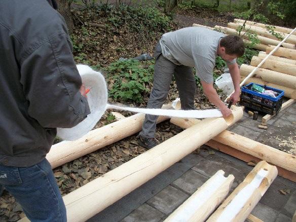 cabaña de madera con todos los materiales necesarios