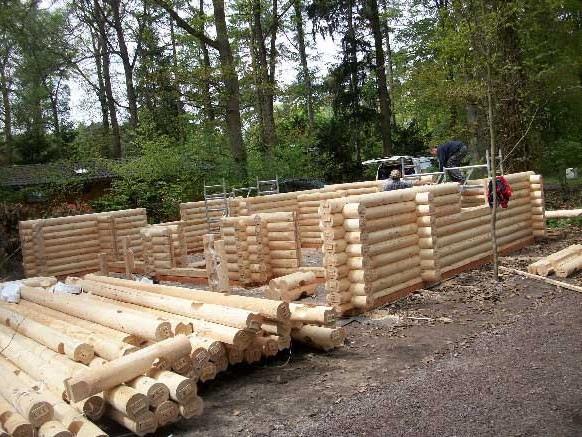 cabaña de madera troncos apilados