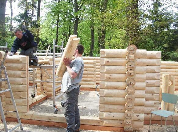 cabaña de madera piezas listas para encajar