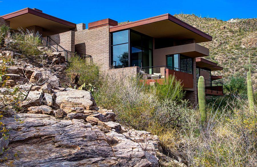 el terreno forma parte de esta casa contemporánea