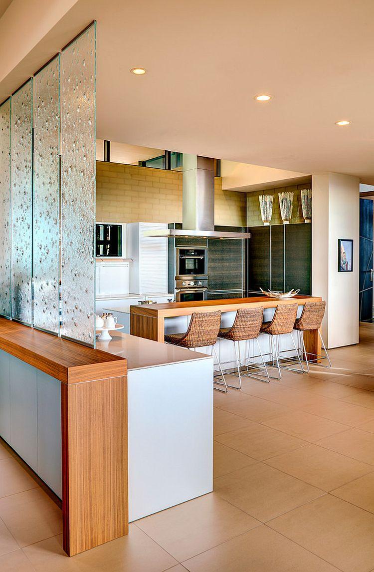 La cocina de esta casa contemporánea está pensada para funcionar como comedor