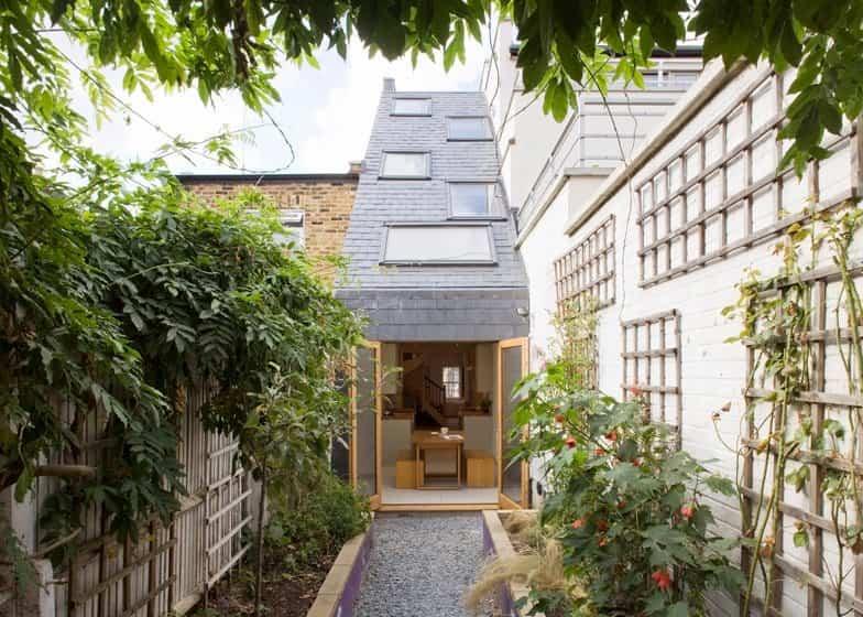 casa delgada en londres con un tejado escalonado