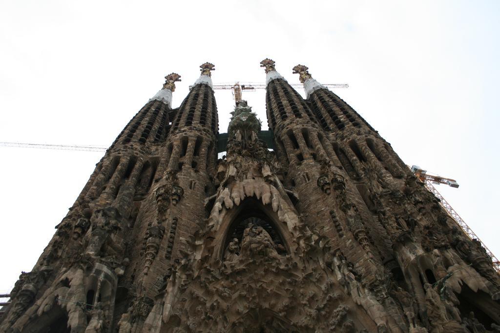 iglesias más impresionantes del mundo - Sagrada Familia de Barcelona