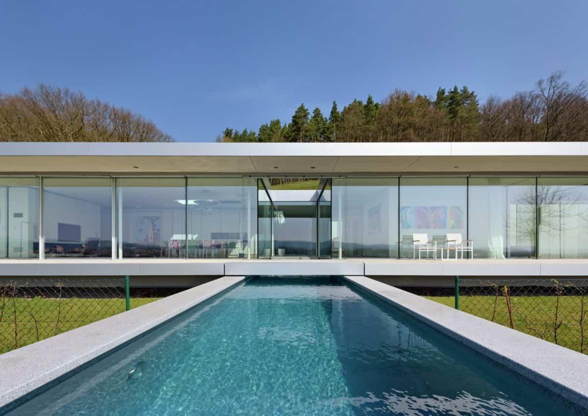 Proyecto Villa K en Alemania - piscina en el patio