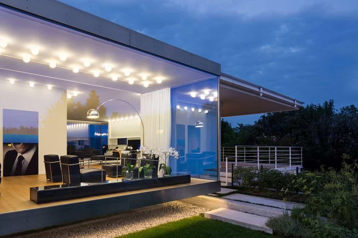 residencia moderna en Montebelluna grandes ventanas para la entrada de luz