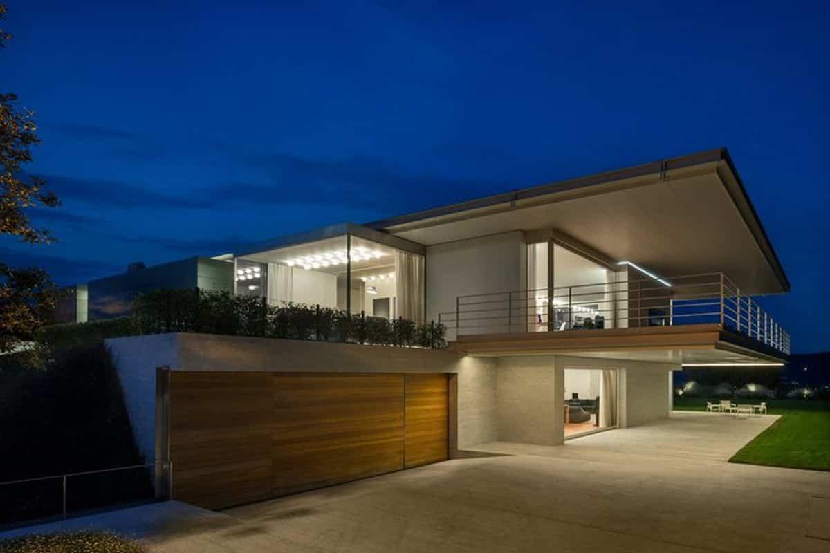 residencia moderna en Montebelluna con planta baja para eventos sociales