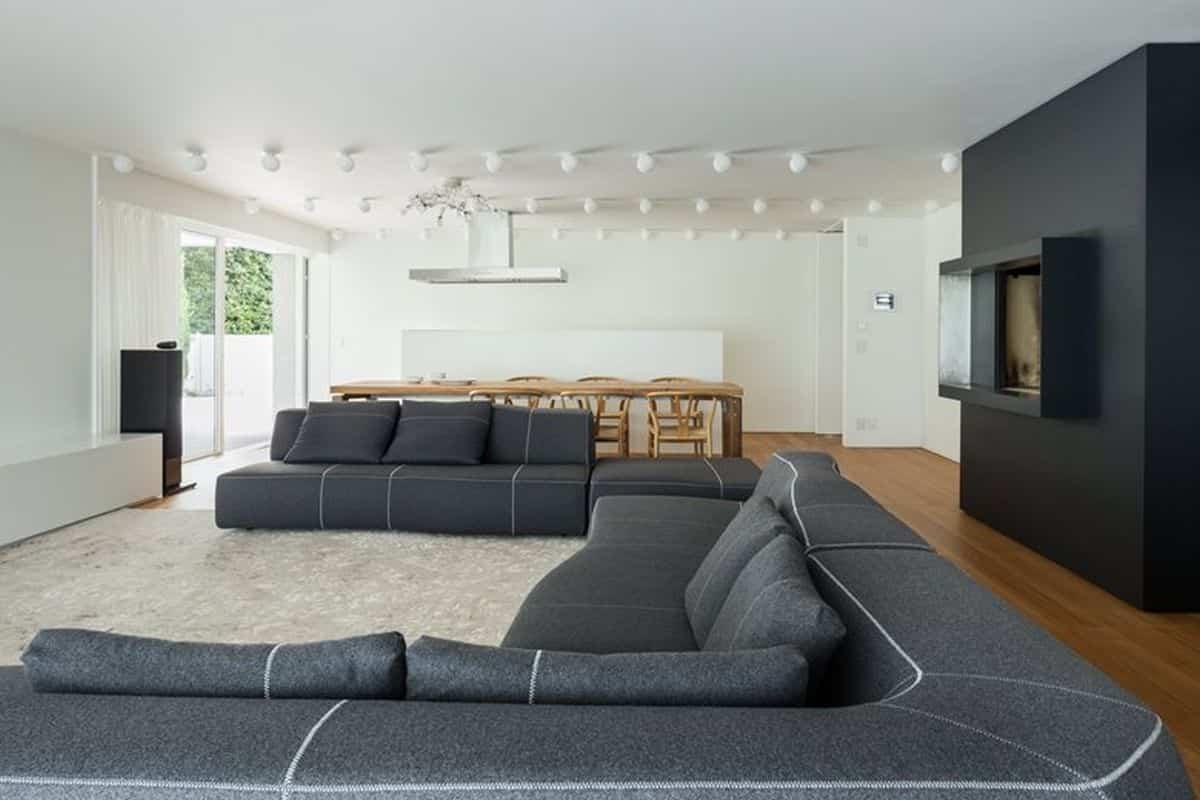 residencia moderna en Montebelluna - sillón de gran tamaño