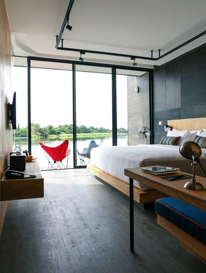 resort flotante sobre el río Kwai - interior sencillo