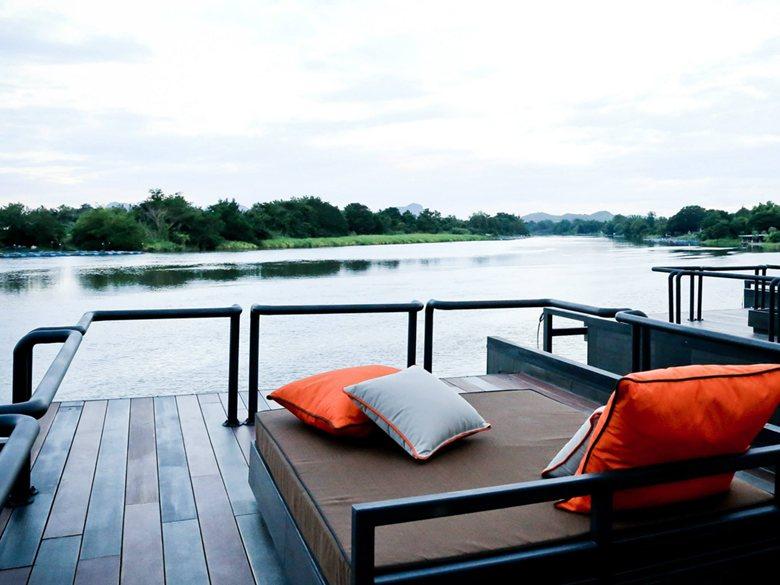resort flotante sobre el río Kwai - terraza superior