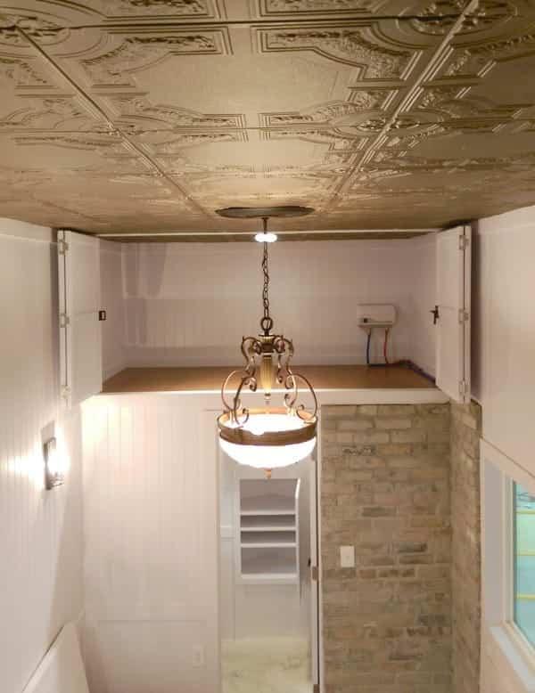 tiny house estilo victoriano espacio para el almacenamiento de alimentos