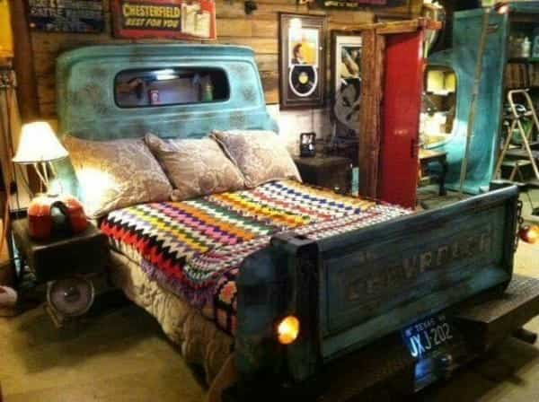 vieja camioneta para decorar la casa - cama
