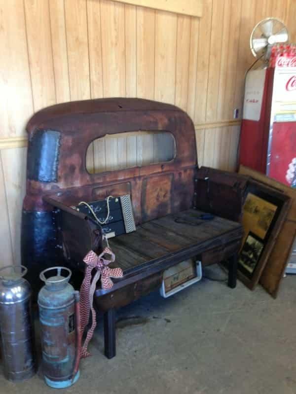 vieja camioneta para decorar la casa - sofá retro