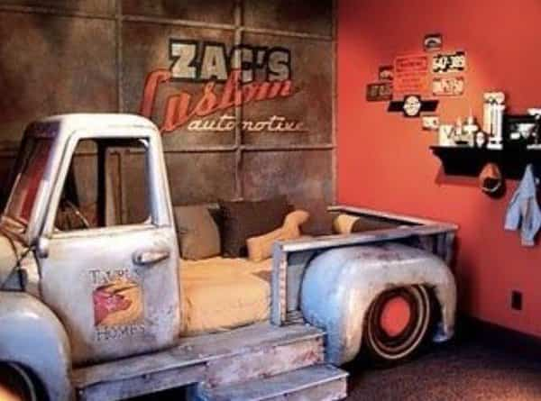 vieja camioneta para decorar la casa - sofá cama
