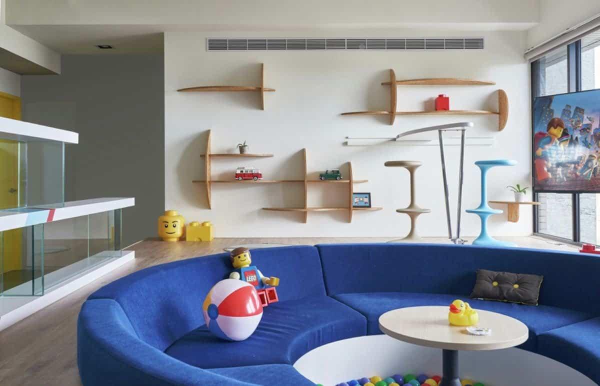 Apartamento inspirado en las piezas de Lego - estanterías distintas formas