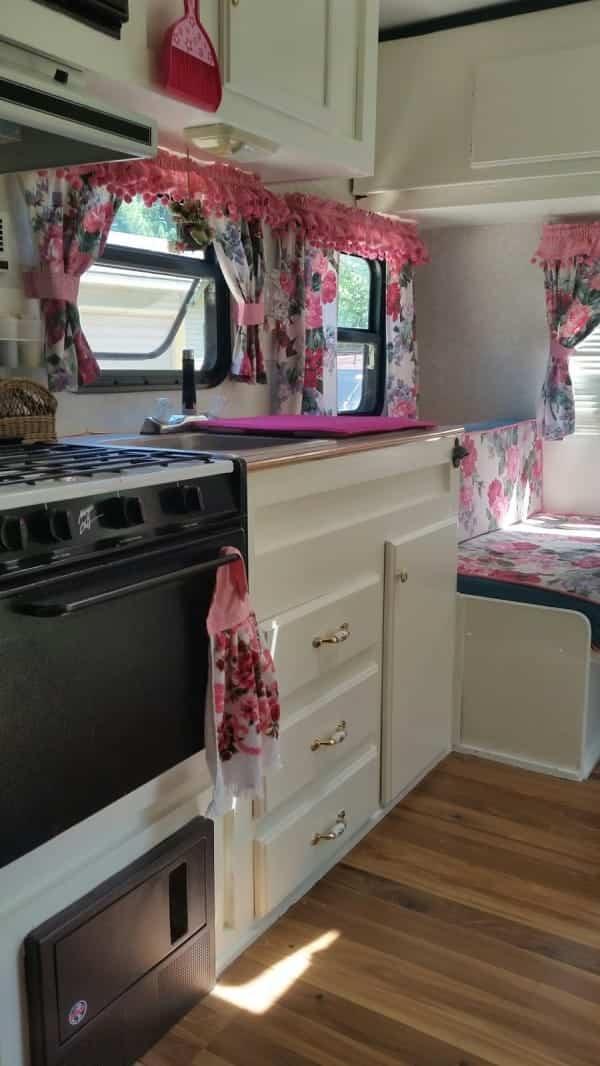 casa con ruedas vintage - cocina espaciosa