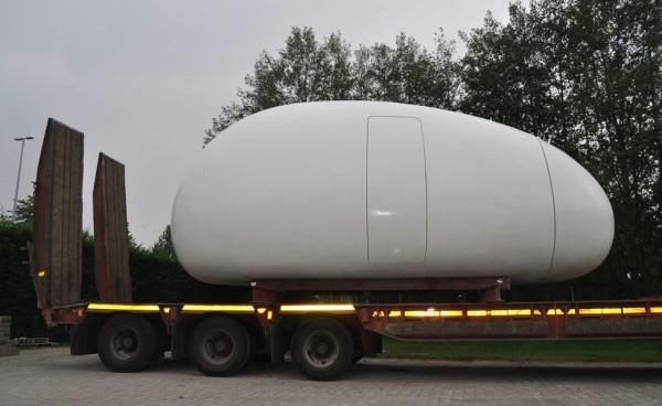 casa pequeña con forma de huevo gigante - fácil de transportar