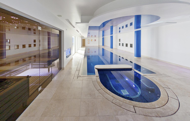 mansión subterránea inglaterra - piscina climatizada