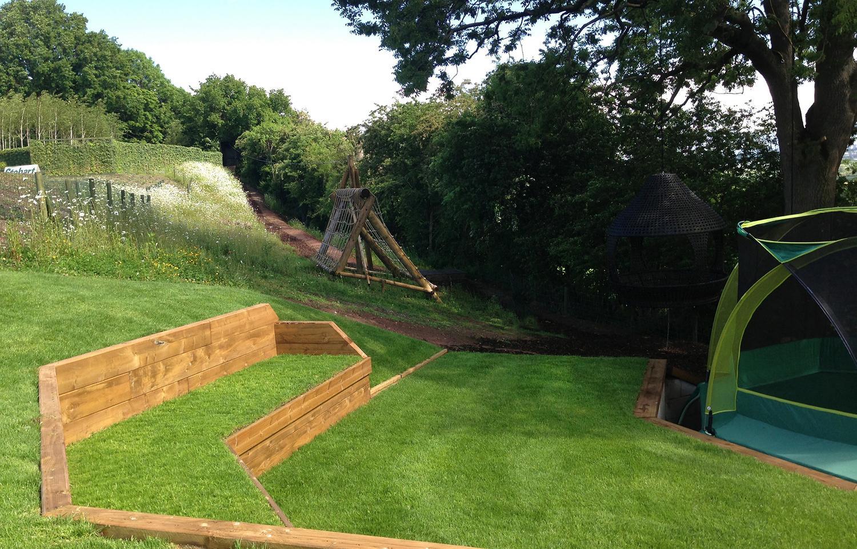 mansión subterránea inglaterra - espacio para disfrutar del jardín
