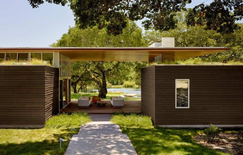 residencia Sonoma con un tejado voladizo