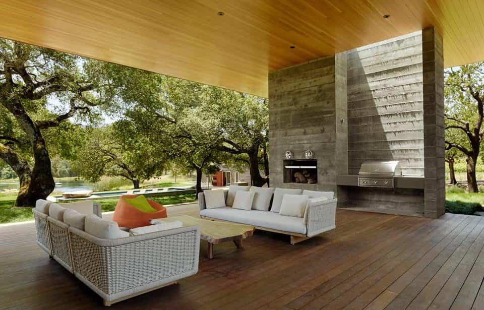 residencia Sonoma con una chimenea exterior