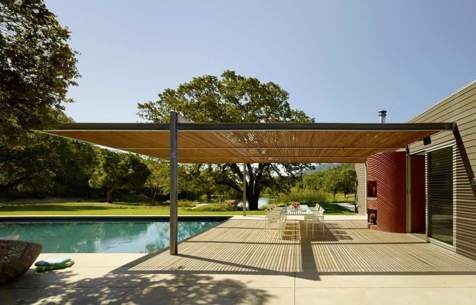 residencia Sonoma con chimenea en la piscina