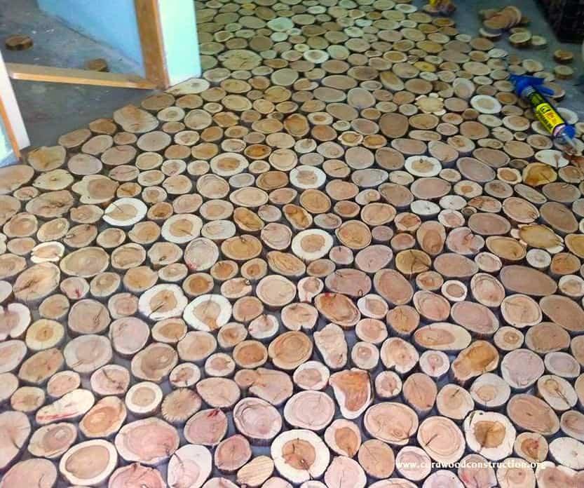suelo con discos de madera - asegurarse de que todo está bien sujeto
