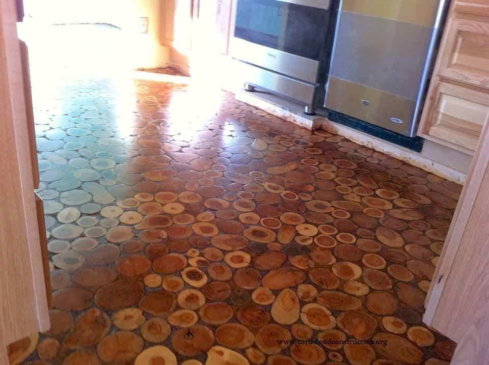 suelo con discos de madera - mano de poliuretano