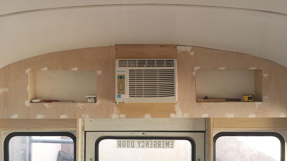 viejo autobús escolar convertido en casa - bomba de aire