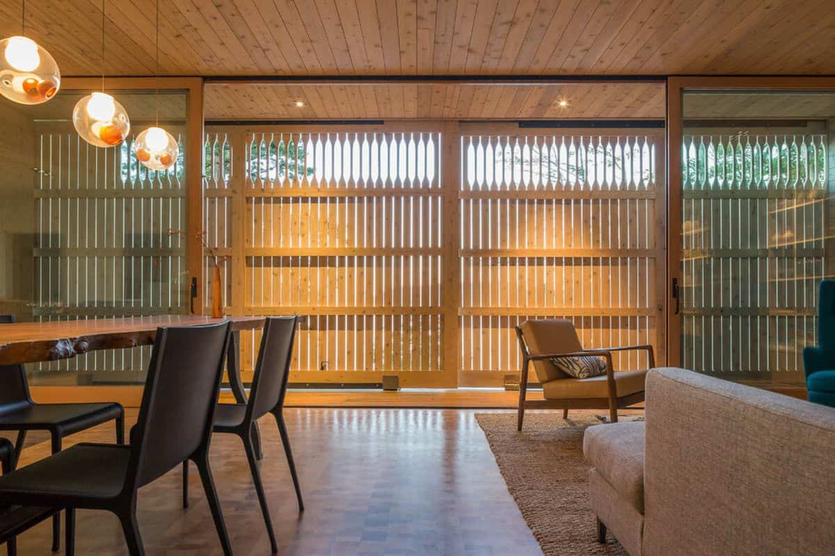 casa de campo moderna Lone Madrone gran intimidad por los paneles móviles