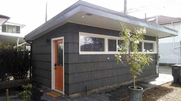 casa para invitados en un garaje