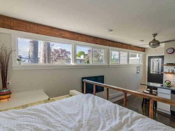 casa para invitados - muchas ventanas para la entrada de luz