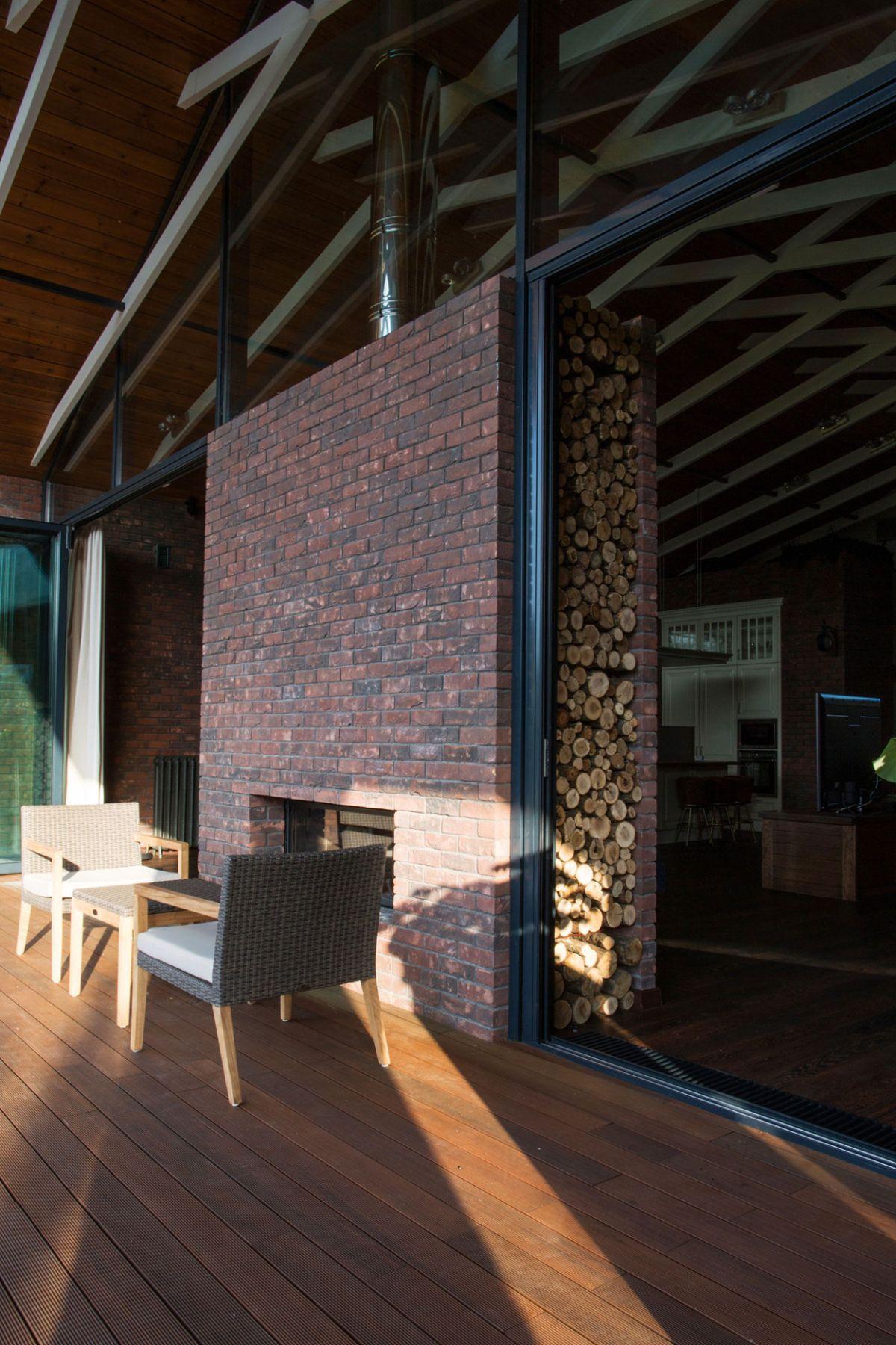 casa simétrica en rostov - almacenador de madera