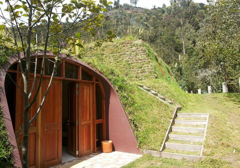 Diseñan casas prefabricadas para ser cubiertas con hierba
