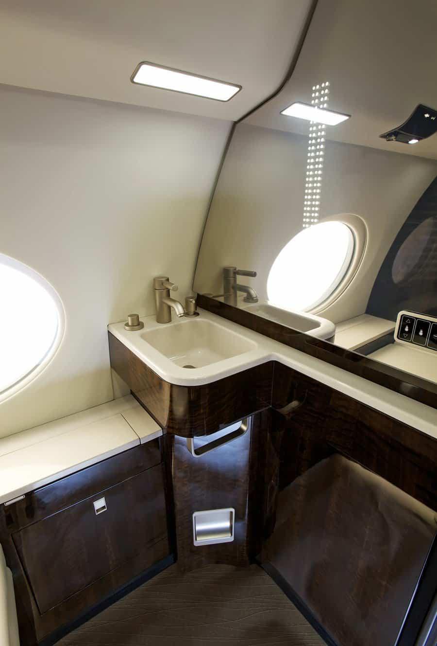 jet privado de Rupert Murdoch baño de lujo