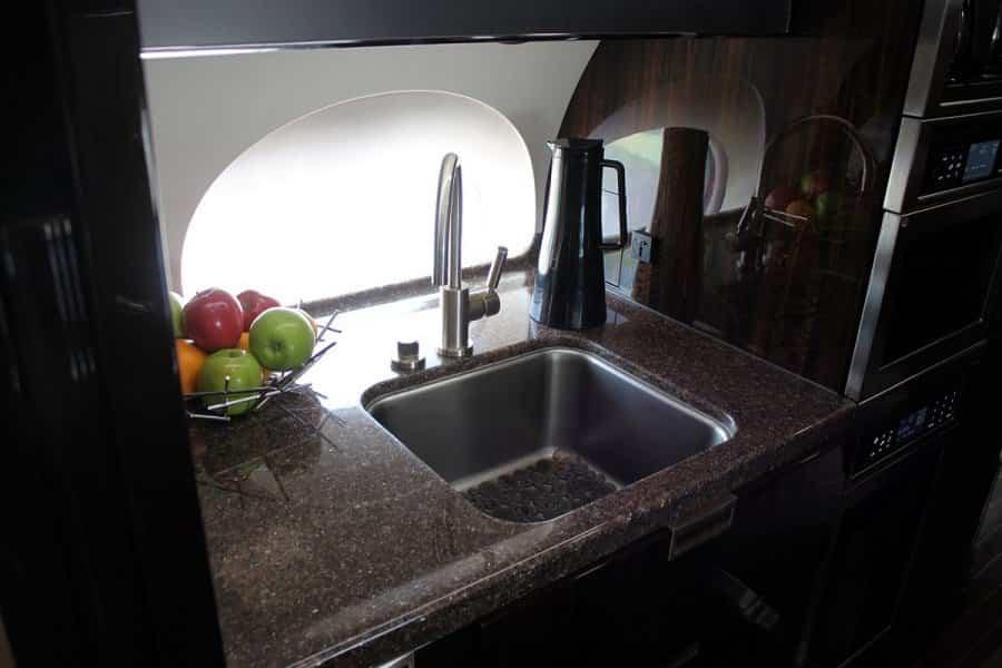 jet privado de Rupert Murdoch sistema de esterilización de agua